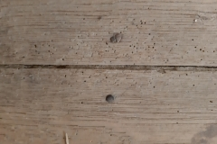 helaas ook hier veel houtworm, dat wordt nog een vloer vervangen