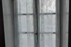 ramen gezeemd en eigen gordijntjes opgehangen